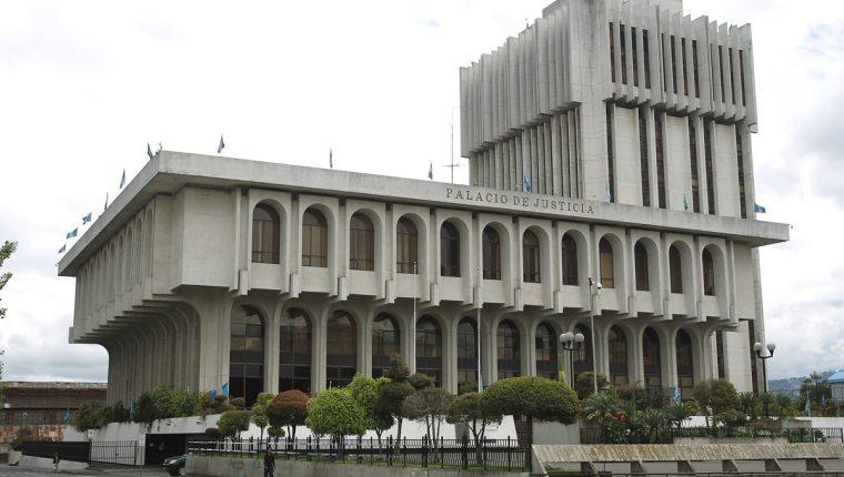 Tatiana Elizabeth Guzmán pasó varias horas en la carceleta de Torre de Tribunales, señalada de supuestamete sustraer documentos del juzgado donde laboraba. Ya fue liberada. (Foto Prensa Libre: Hemeroteca PL)