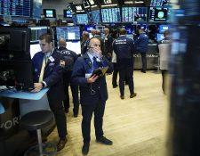 Las tensiones comerciales entre Estados Unidos y China, y el comportamiento de la economía en varios países continúan causando volatilidad en los mercados. (Foto, Prensa Libre: AFP).