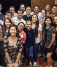 Aníbal Samayoa  subió esta fotografía a la cuenta de Twiter donde cuenta que se reunió un grupo de estudiantes para continuar compartiendo conocimiento. (Foto Presa Libre: Cortesía