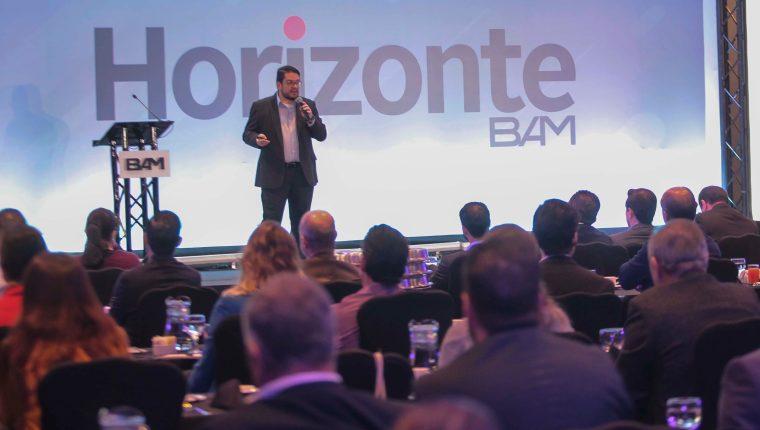 Por medio de talleres informativos BAM ofrece información importante a sus clientes. Foto Norvin Mendoza