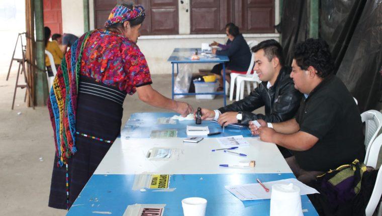 De los 446 mil 884 empadronados, acudieron a votar 174 mil 508. (Foto Prensa Libre: María Longo)