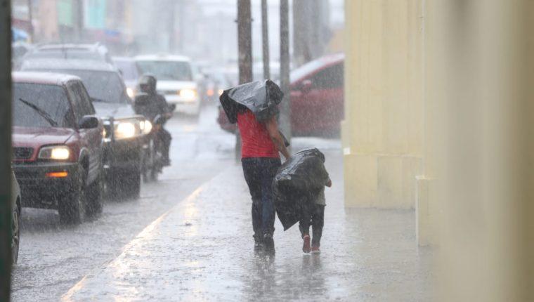 Las condiciones del clima de este fin de semana serán favorables para unos días intensos de lluvia (Foto Prensa Libre: Erick Ávila)