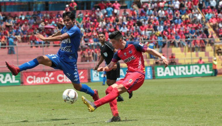 Frank de León se convirtió en la figura del partido, ya que su gol alcanzó para el triunfo de Municipal contra Malacateco, (Foto Prensa Libre: Norvin Mendoza).