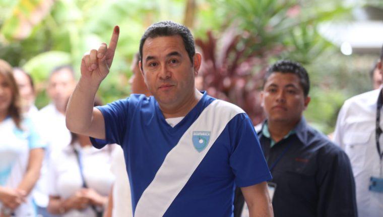 Jimmy Morales ejerció su voto durante la segunda vuelta de las elecciones presidenciales Guatemala 2019. (Foto Prensa Libre: Óscar Rivas)