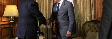 Alejandro Giammattei y Jimmy Morales se reúnen en el Palacio Nacional de la Cultura, (Foto Prensa Libre Esbin García)