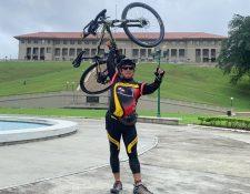 Gustavo Ajuria, en su recorrido por localidades de Panamá. (Foto: Cortesía)