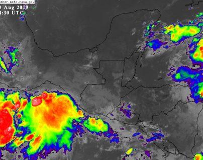 Existe 60% de probabilidades que el sistema de baja presión que se aproxima por las costas de México pueda convertirse en depresión tropical. (Foto Prensa Libre Insivumeh)