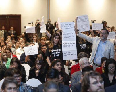Grupo anti-Cicig protesta en presentación de informe de cierre