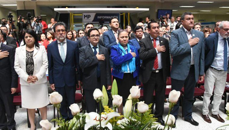 La Fiscal General se acompañó del embajador de Estados Unidos en Guatemala, Luis Arreaga; el jefe de la Feci, Francisco Sandoval y el magistrado de la CSJ  Josué Felipe Baquiax. (Foto Prensa Libre La Red)
