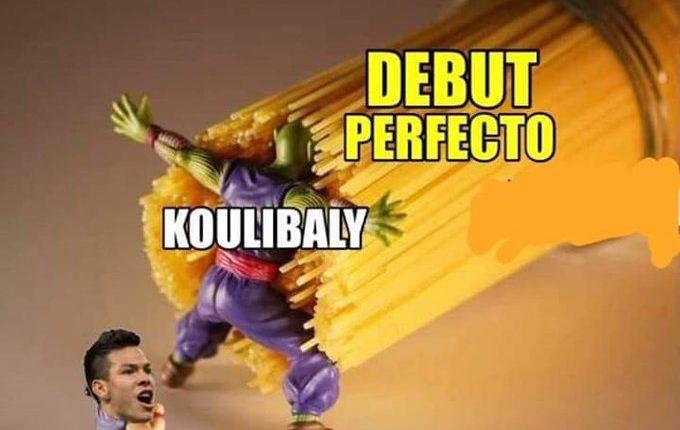 En internet circulan varios memes del autogol de Koulibaly. (Foto Prensa Libre: Redes)