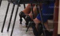 Los zapatos que utilizó la exvicepresidenta están valorados en más de Q3 mil 700. (Foto Prensa Libre: Carlo Hernández Ovalle)