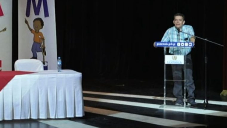 El sindicalista Joviel Acevedo durante su discurso. (Foto Prensa Libre: Gobierno de Guatemala)
