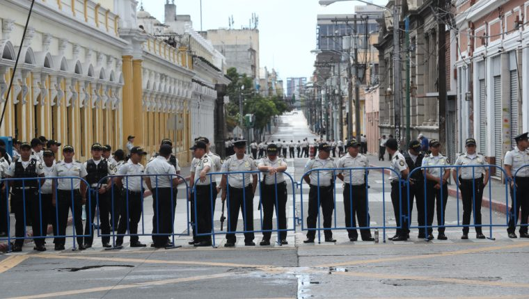 Los agentes de la PNC habrían presionado por varios meses por una mejora salarial. (Foto Prensa Libre: Hemeroteca PL)