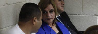 Santos Torres, Anahí Keller y Carlos Rodas esperan debate por el caso Hogar Seguro. (Foto Prensa Libre: Noé Medina)