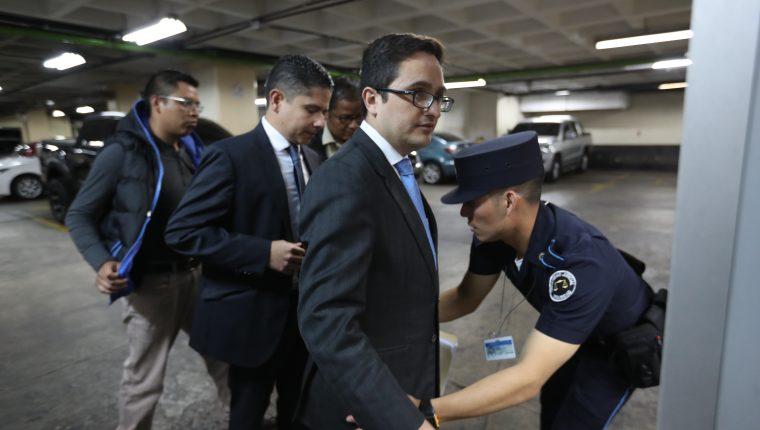 Renuncia a la Feci el fiscal que llevaba el caso de financiamiento irregular de la UNE, Andrei González