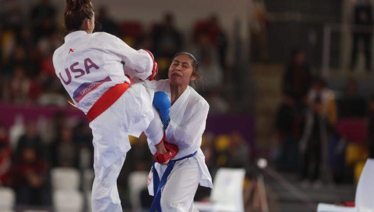 Cheili González durante el combate contra la estadounidense Nishi Shannon. (Foto prensa Libre: Carlos Vicente)