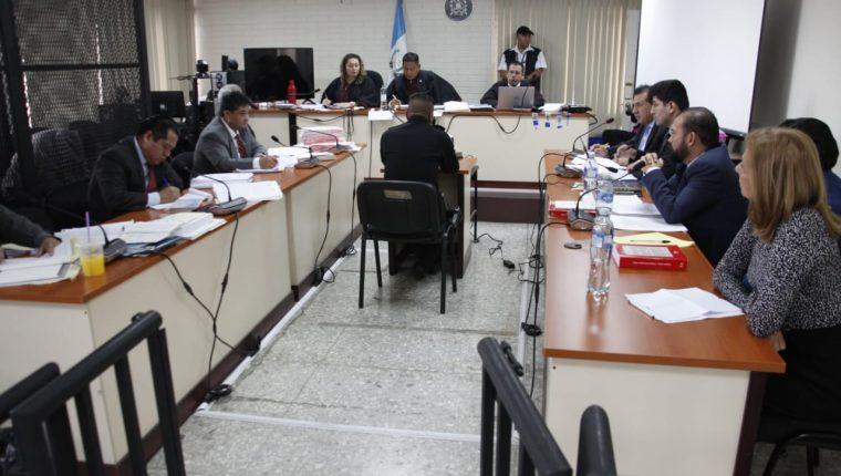 El inspector de la Policía Nacional Civil, Marvin Bámaca, declaró en el debate a seis acusados. (Foto Prensa Libre: Noé Medina)