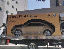 Automotor que transportaba la entrega del Beeetle Final Edition, en México. (Foto Prensa Libre: Tomada de Milenio).