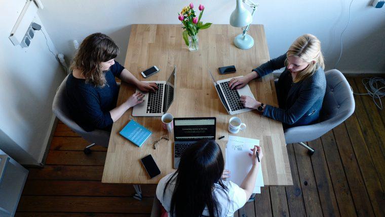 Un buen jefe debe de reconocer a sus colaboradores. (Foto Prensa Libre: unsplash)