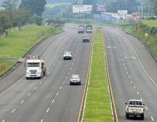 El principal tema de las nuevas autoridades electas es la mejora en la infraestructura vial para el traslado de mercancías y personas, así como su recuperación. (Foto Prensa Libre: Hemeroteca)