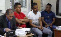La Fiscalía señala a policías de dos delitos. (Foto Prensa Libre: Noé Medina)