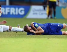 La jugada quedó sin castigo y el partido lo ganó Uruguay 1-0 a Italia. (Foto Prensa Libre: Hemeroteca PL)