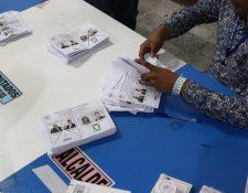 La UNE no logró mantener la ventaja que logró en la primera vuelta electoral y perdió ante el partido Vamos. (Foto Prensa Libre: Carlos Hernández Ovalle)