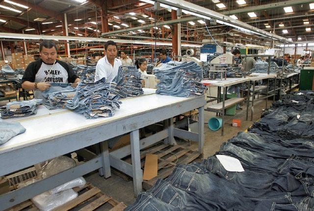 El sector de artículos de vestuario exportó US$724.8 millones, en el primer semestre del año y registró crecimiento de 2.9% o sea US$20.5 millones más que el año pasado y es el sector que lidera las ventas al exterior de Guatemala. Las exportaciones totales del país se situaron en -0.3%. (Foto Prensa Libre: Hemeroteca)