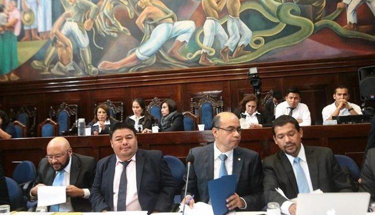 Exasesor de Jimmy Morales sustituye al subcontralor del Gasto Público
