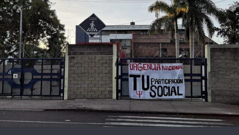Centro Universitario Metropolitano (CUM) se sumó a la protesta. (Foto Prensa Libre: Cortesía)