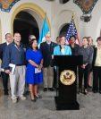 Congresistas estadounidenses en conferencia de prensa en la Fuerza Aérea. (Foto Prensa Libre: María René )