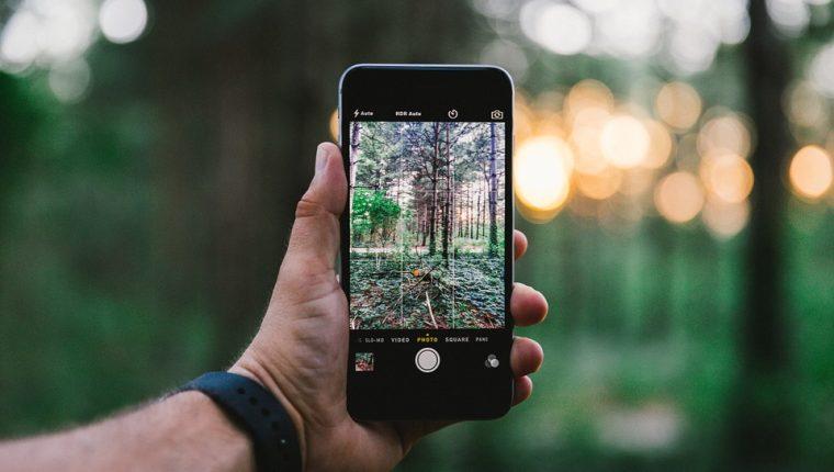 Existen herramientas muy sencillas para editar fotografías en los móviles. (Foto Prensa Libre: Servicios).