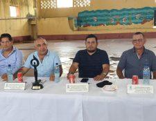 Endhir Ribelino Barrientos (tercero de izquierda a derecha) buscaba la reelección con el partido Prosperidad Ciudadana. (Foto Prensa Libre: Municipalidad de Iztapa)