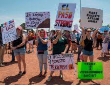 Los residentes de El Paso protestan contra Donald Trump después del tiroteo que dejó un total de 22 personas muertas, en El Paso, Texas, el 7 de agosto de 2019. (Foto Prensa Libre: AFP)