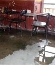 Varias escuelas de la Ciudad de Guatemala son remozadas por tener   filtraciones de agua en los techos.(Foto Prensa Libre: Hemeroteca PL)