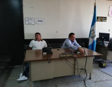 """Carlos Humberto Amaya Martínez, conocido como """"Pingüino"""" junto con su abogado Ángel Gaytán. (Foto Prensa Libre: Kenneth Monzón)"""