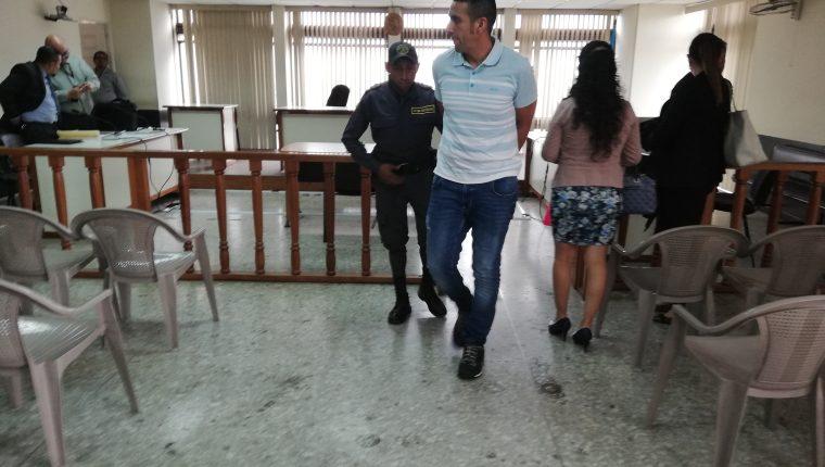 Ronald Bernardino Ruiz Méndez, alias tíio Ruiz o Flaco, fue detenido el 15 de agosto pasado en Amatitlán. Hoy dijo que es comerciante. (Foto Prensa Libre: Kenneth Monzón)