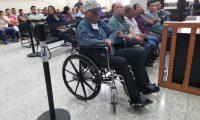 El exedil Francisco Pop Pop, en silla de ruedas, estuvo prófugo desde abril pasado. (Foto Prensa Libre: Kenneth Monzón)