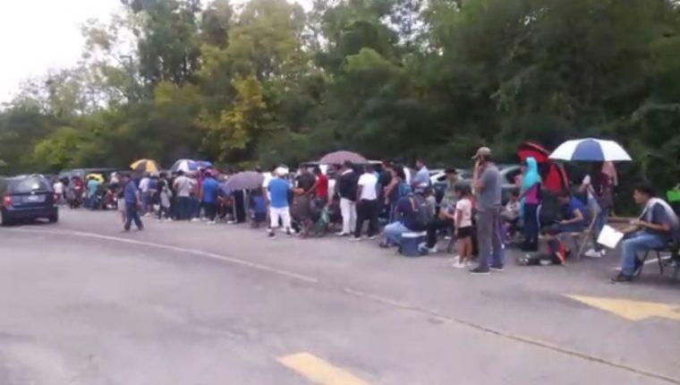 El endurecimiento de las políticas contra migrantes en EE. UU. obliga a miles de guatemaltecos que residen en la ciudad de Cincinnati, Ohio, a tramitar documentación en el consulado.  (Foto Prensa Libre: Captura de video)