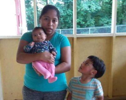 María, junto a sus hijos Alan y Jakeline. (Foto tomada de Univisión)