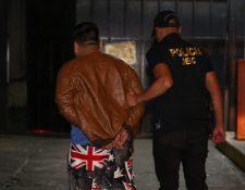 Varios cateos fueron necesarios para lograr la detención. (Foto Prensa Libre: PNC)