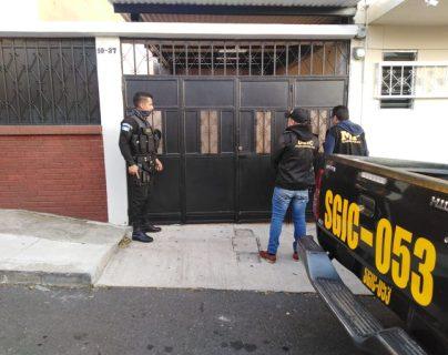 Los allanamientos se realizan en Retalhuleu, Sacatepéquez y la ciudad de Guatemala. (Foto Prensa Libre: PNC)
