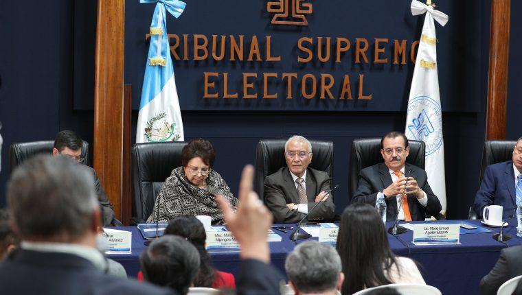 Juez ordena investigar a magistrados del TSE por errores en primera vuelta electoral