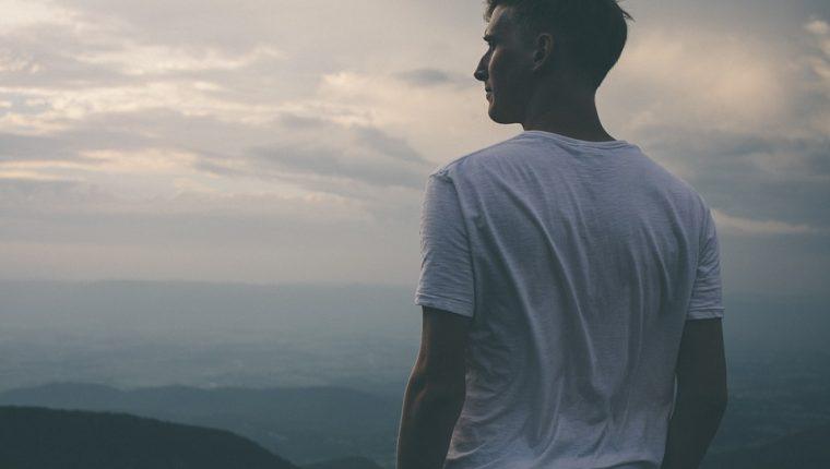 Las personas con esquizofrenia con tratamiento y apoyo logran reinsertarse a una vida normal de convivencia y trabajo.  (Foto Prensa Libre: Pixibay).