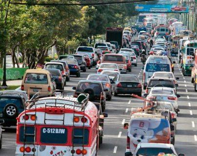 La SAT empezó a inhabilitar vehículos por la falta de pago de impuesto de circulación de tres años para atrás. (Foto Prensa Libre: Hemeroteca)
