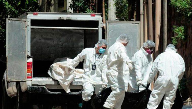 Entre los muertos figuran hombres y mujeres, alguno de ellos identificados, según las autoridades del Instituto de Ciencias Forenses. (Foto Prensa Libre: elpais.hn)
