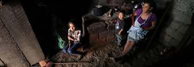 Los guatemaltecos tienen una percepción poco alentadora de su bienestar económico y del rumbo que lleva el país, debido a que sus necesidades no son satisfechas. (Foto Prensa Libre: Esbin García)