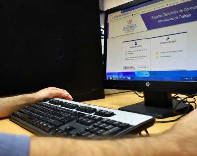 El acuerdo permite que  las empresas puedan suspender los contratos por la crisis del covid-19. (Foto Prensa Libre: Hemeroteca PL)