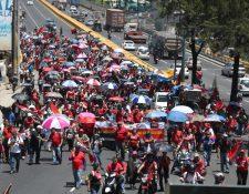 Las principales rutas del país fueron tomadas en horas de la mañana por salubristas que exigen cumplimiento de un pacto colectivo. (Foto Prensa Libre: Óscar Rivas)