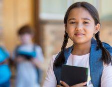Trabajar para que su hijo desarrolle el hábito de la lectura es uno de los retos más importantes. (Foto Prensa Libre: Servicios)